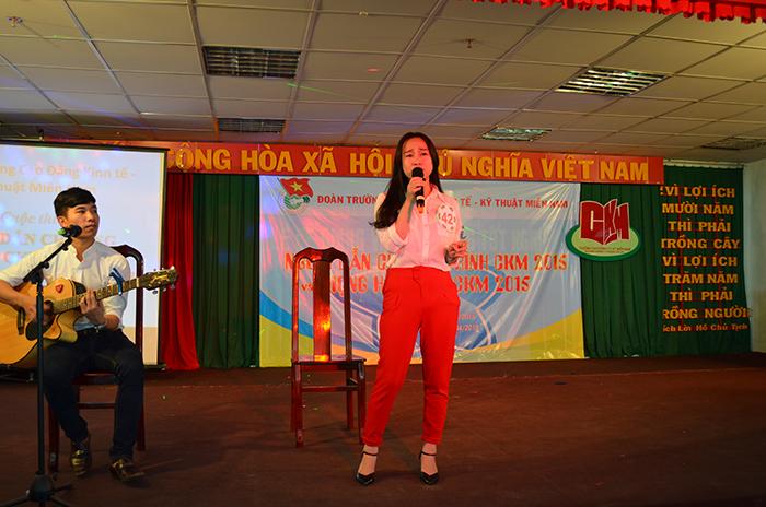"""Thí sinh Phạm Võ Hoài Nhi, SBD 42, đoạt giải nhất cuộc thi """"Giọng hát hay CKM 2015"""""""