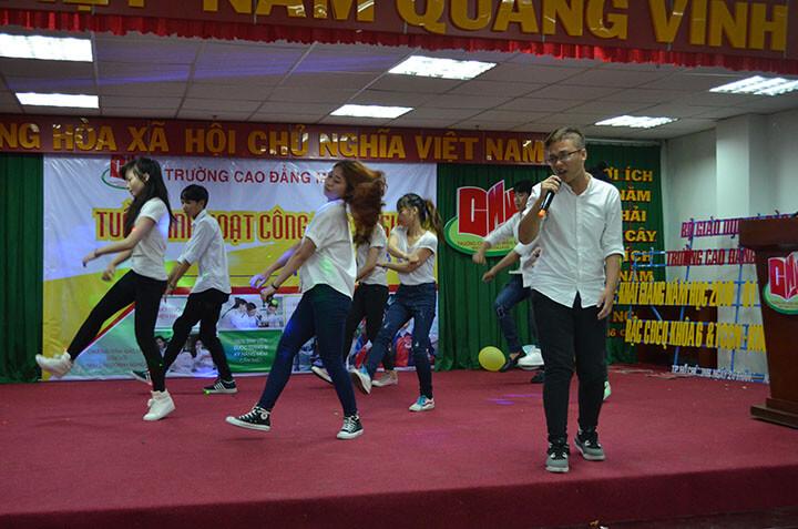 vũ điệu sôi động của sinh viên Cao đẳng Dược