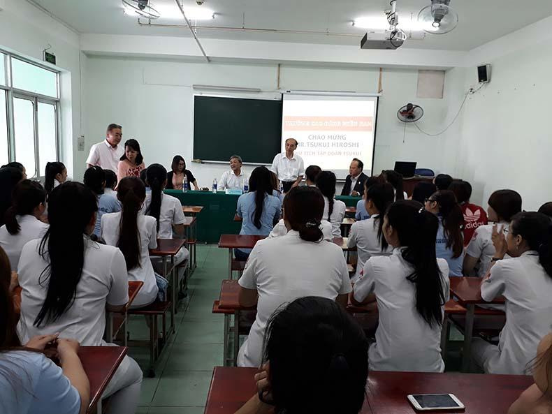 sinh viên ngành Điều dưỡng giao lưu cùng tập đoàn TSUKUI