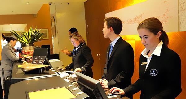 những lý do bạn nên chọn quản trị nhà hàng, khách sạn