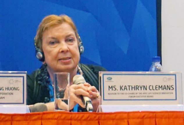 Bà Kathryn Clemans