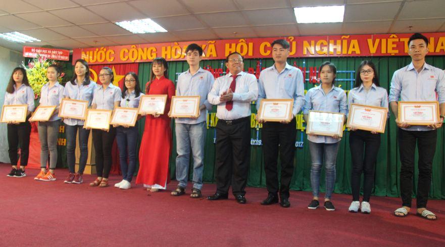 sinh viên có kết quả học tập Khá, Giỏi được khen thưởng