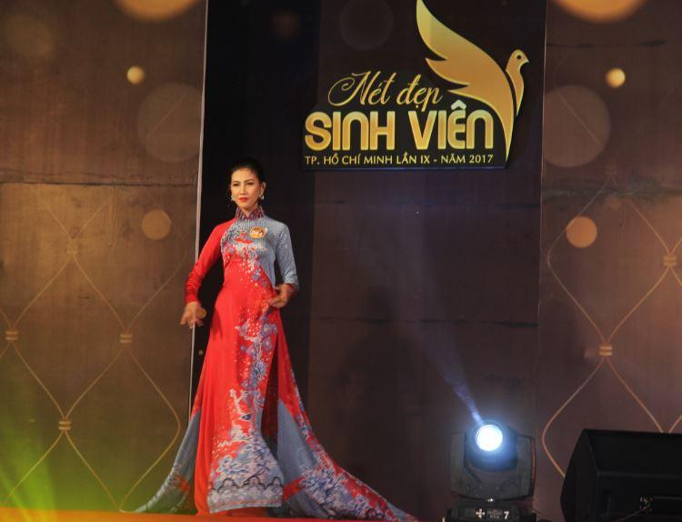 Sinh viên Trần Hoàng Phương Trang trong đêm bán kết cuộc thi nét đẹp sinh viên Tp.HCM