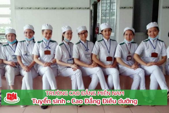 sinh viên ngành Điều dưỡng thực tập tại bệnh viện