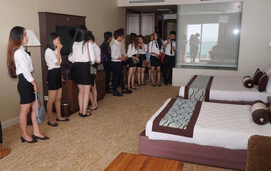 sinh viên cmn thực tập nghiệp vụ buồng phòng