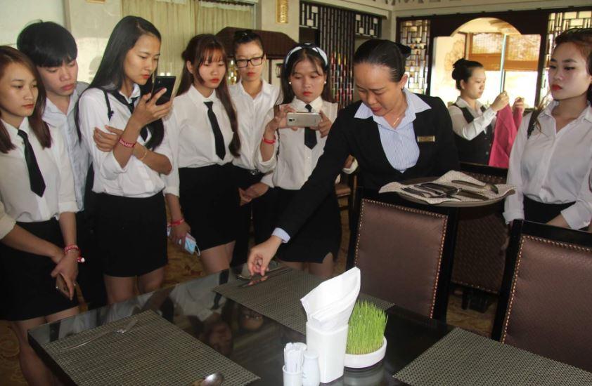 sinh viên thực tập nghiệp vụ bar