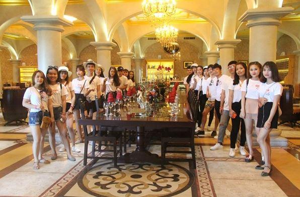 sinh viên ngành quản trị nhà hàng khách sạn tại CMN