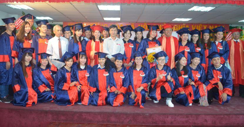 lễ trao bằng tốt nghiệp 2018