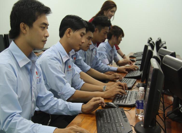 sinh viên công nghệ thông tin trường cao đẳng miền nam