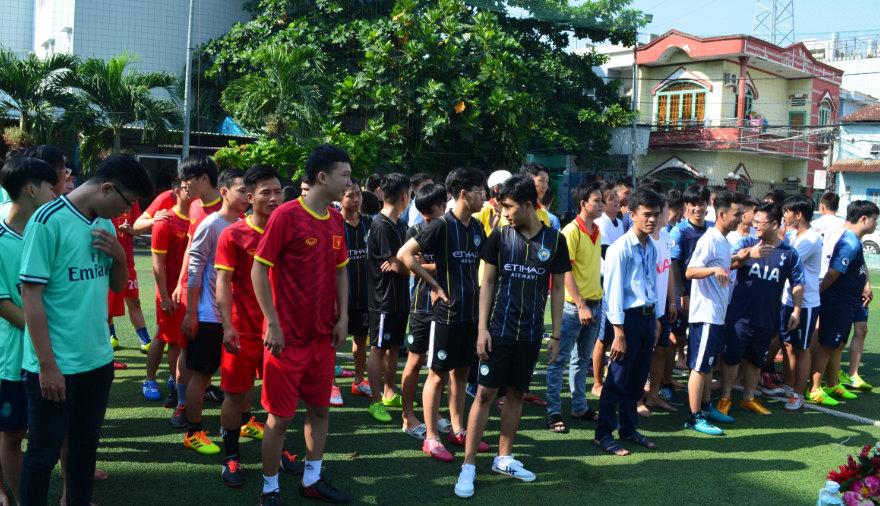giải bóng đá mini sinh viên cmn thu hút đông đảo sinh viên tham gia