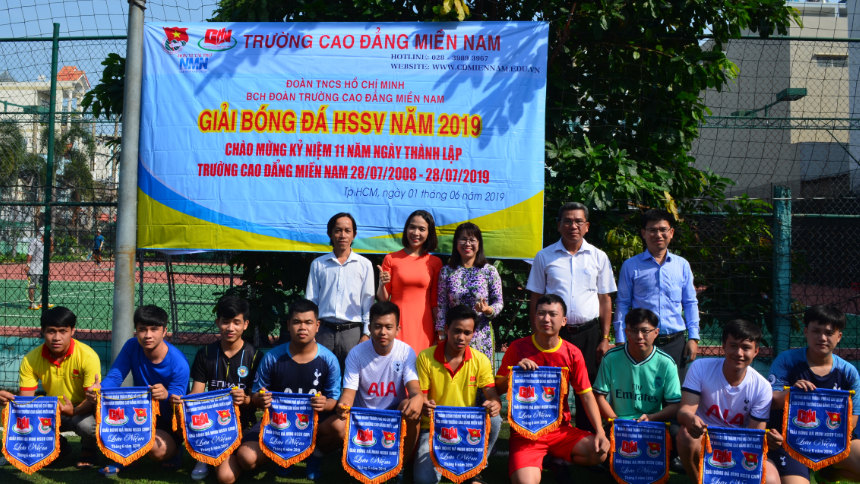 khai mạc giải bóng đá mini sinh viên trường Cao đẳng Miền Nam