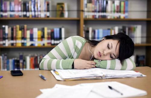 ngủ đủ giấc giúp sinh viên giảm căng thẳng