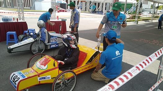 sinh viên ngành cnkt ô tô chạy thử xe 02