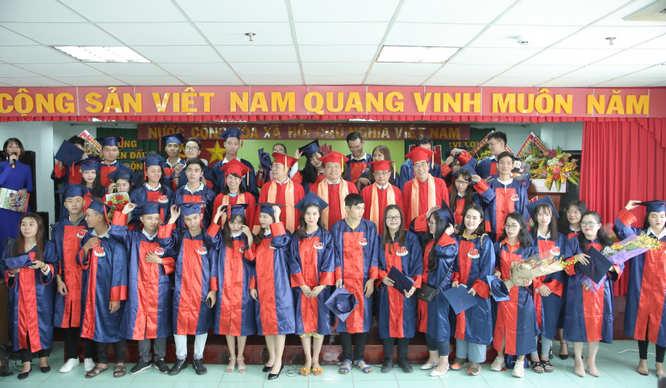 sinh viên trường cao đẳng miền nam trong lễ tốt nghiệp