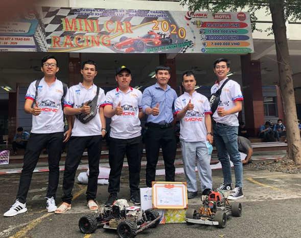 Đội Cao đẳng Miền Nam tham dự minicar racing