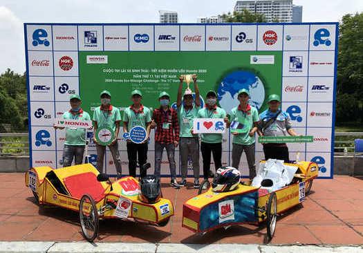 sinh viên ngành Công nghệ ô tô tham dự cuộc thi do lái xe sinh thái tiết kiệm nhiên liệu do honda tổ chức